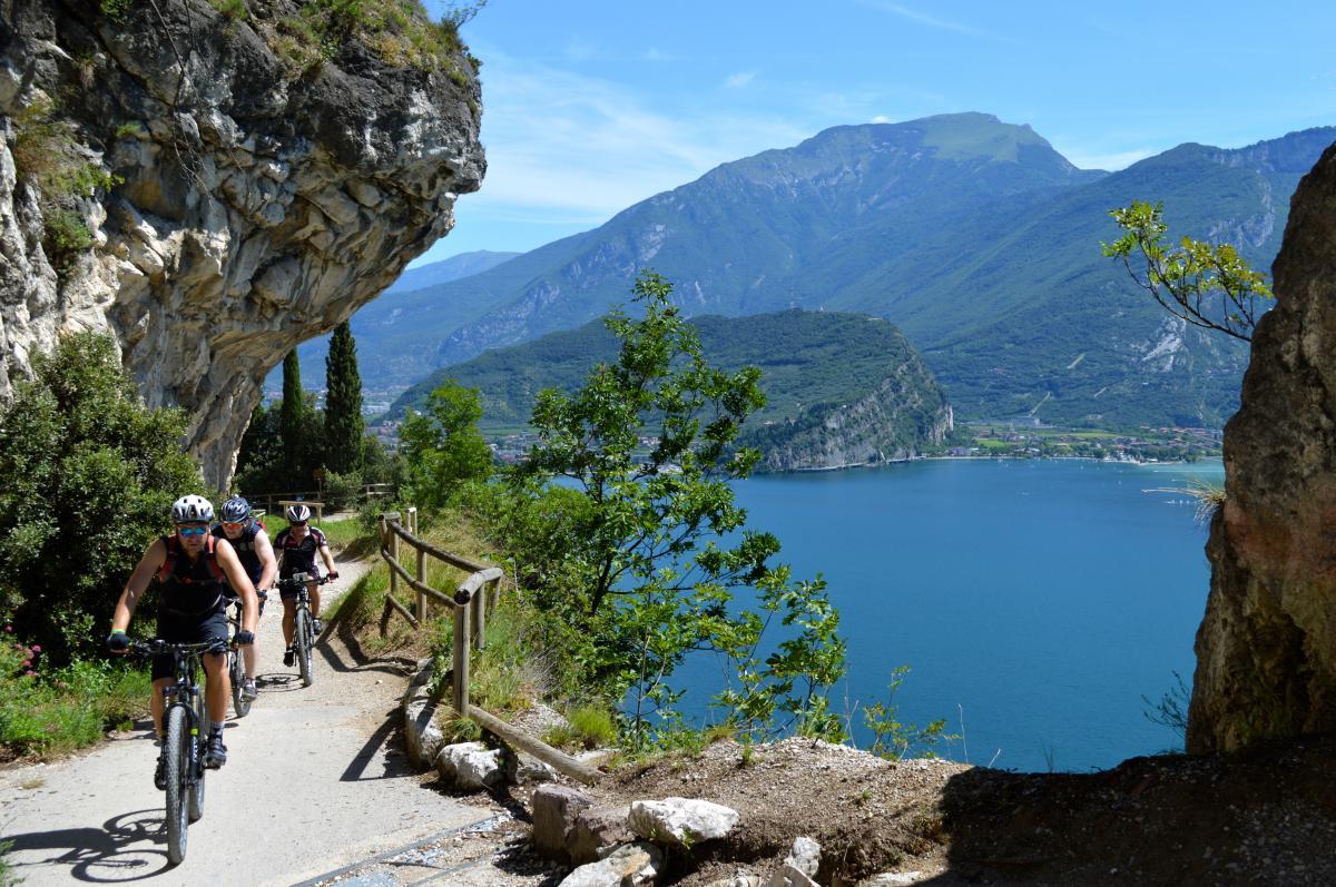 Italië actieve vakantie 18-28  jaar Torbole Gardameer